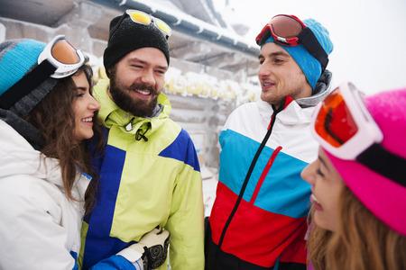 hombre con sombrero: Los snowboarders