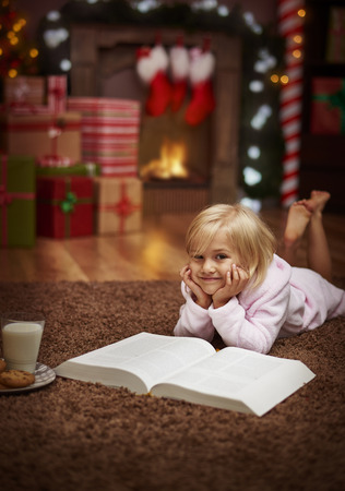 reading: This is my favorite Christmas tale ever Stock Photo