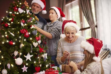adornos navide�os: Todo el mundo est� ocupado en ese d�a