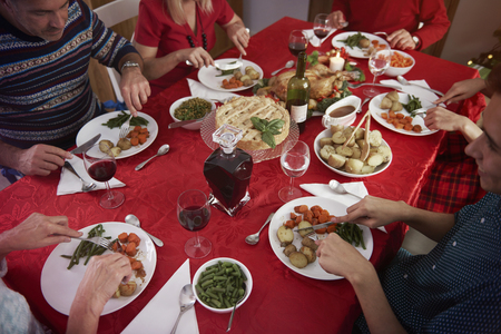 comida de navidad: Reuni�n familiar en el tiempo de Navidad Foto de archivo