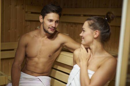 sauna nackt: Ich denke, wir sollten hier öfter kommen