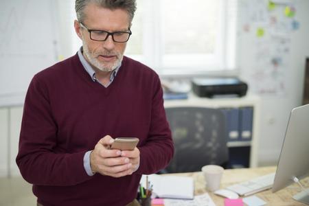 gerente: hombre durante su trabajo en la oficina