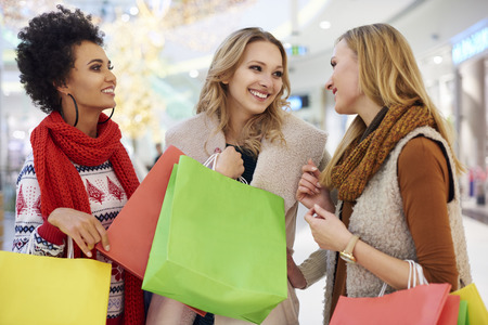 shopping mall: Meeting with best friends at the shopping mall