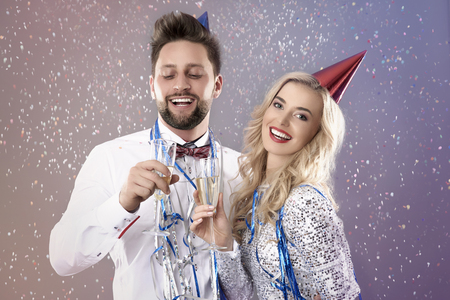 pretty s shiny: Young couple celebrating the New Years Eve Stock Photo
