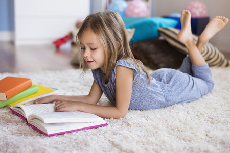 Reading is her big passion Stock Photo - 51086020