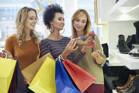only girls: Time for shopping! Only for girls!