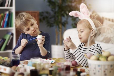 osterei: Painting eggs before the Easter is a tradition