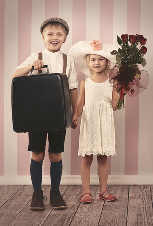 ni�o y ni�a: Two little lovers are ready for travel