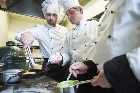 Le travail d'équipe est très important dans la cuisine