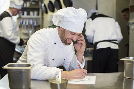Chef-kok in goede relaties met leveranciers