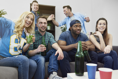 party friends: Party with friends during championships