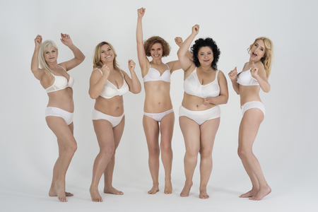 donna nuda: Gruppo di donne che celebrano il successo