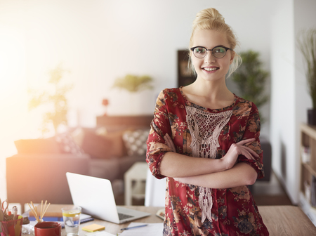 Portrait of cheerful young businesswoman Standard-Bild