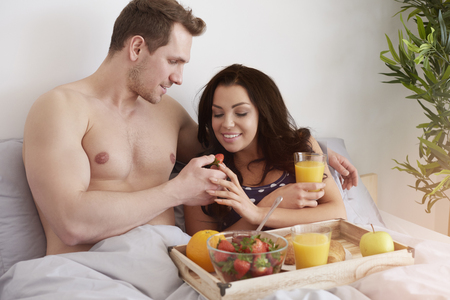 romantic man: Healthy and delicious breakfast in bed