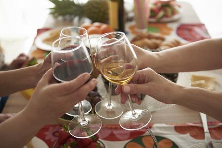 Vasos llenos de buen vino