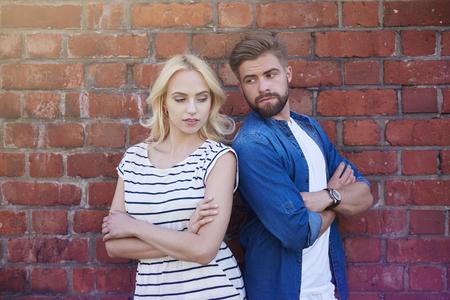 argument: Argumento entre el hombre y la mujer