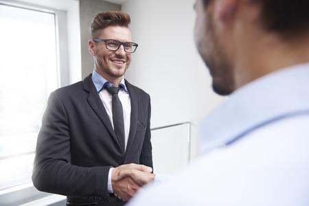 personas saludandose: Agreement of two handsome businessmen