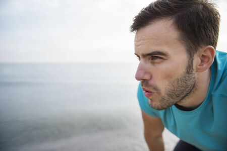 hombre deportista: Close up of man tired after jogging