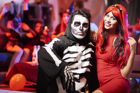 skeleton costume: Creepy couple at the party
