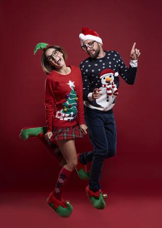 ダンスとクリスマスのジャンパーを着て 写真素材