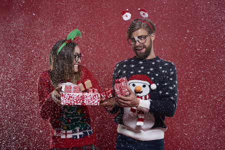 red cardigan: Christmas nerd couple with presents
