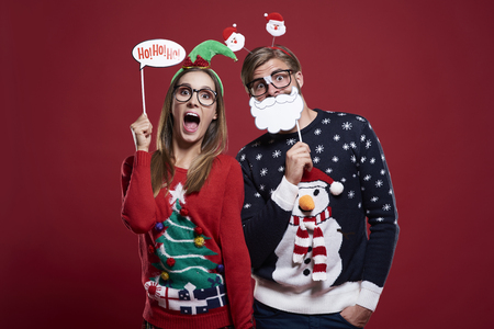 Couple with funny christmas masks Imagens - 63128617
