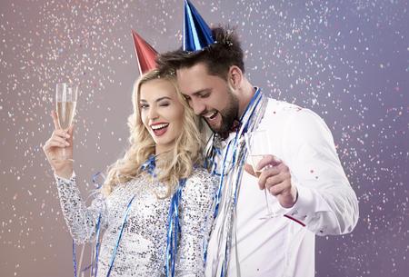 parejas enamoradas: Es el momento de celebrar el Año Nuevo