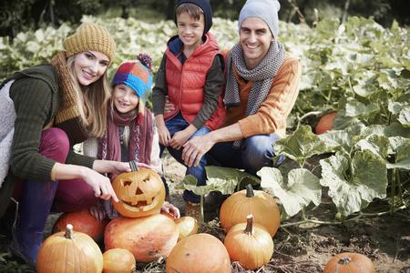 par: Family preparing for Halloween par