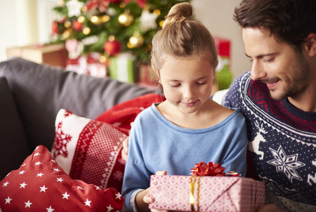 Sdílení vánočních dárků s tátou