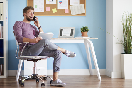 home office: Man in the home office