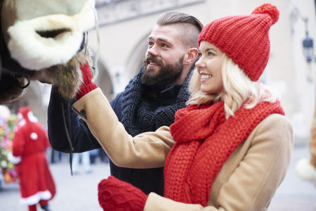 parejas enamoradas: Couple looking at some winter clothes
