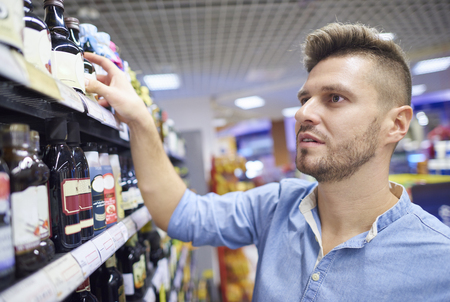 reach customers: Man looking for the right product Stock Photo