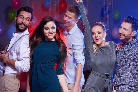 gente che balla: Foto di un felice e giovani danzanti persone