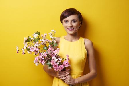 Portrait of woman holding pink flowers Standard-Bild