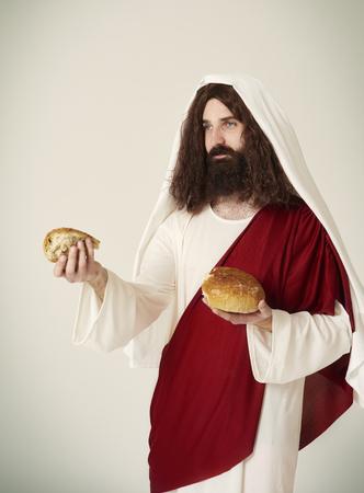 Jesus divided  bread into pieces