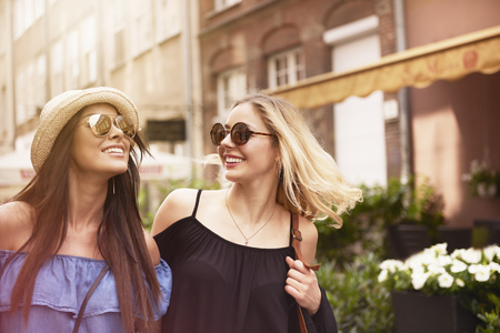fashion: Two girls spending time in the city