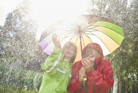 Couple walking in wet day 版權商用圖片