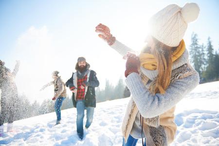 若いカップルの雪合戦 写真素材