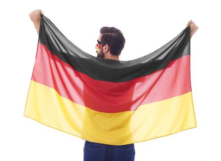 깃발을 흔들며 독일 팬의 후면보기
