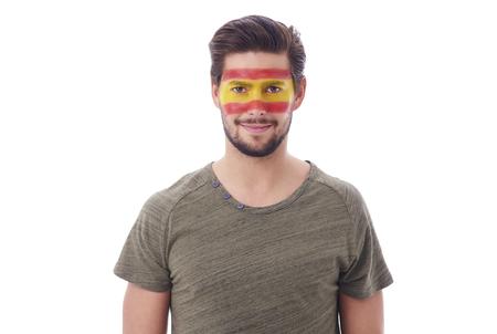 얼굴에 스페인 국기와 명랑 한 남자의 초상화