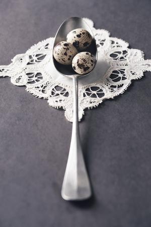 Teaspoon with quail eggs on white napkin Stock fotó - 93208558