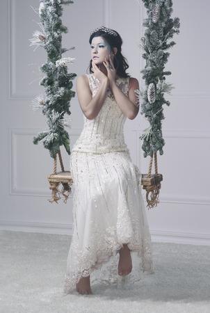 裸足とスイングに深刻な氷の乙女 写真素材