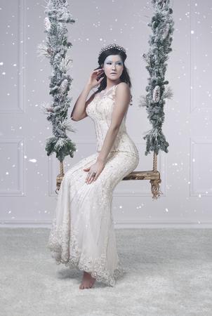 雪が降る邪悪な見た目の女王の肖像 写真素材