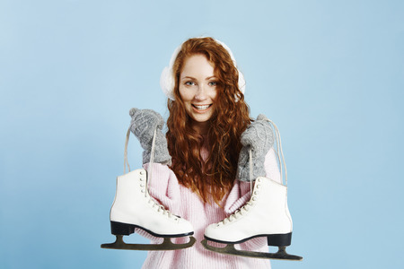 Portrait of smiling girl holding ice skates Banco de Imagens