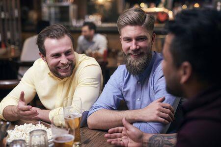 Men spending the weekend in the pub Reklamní fotografie - 129682854