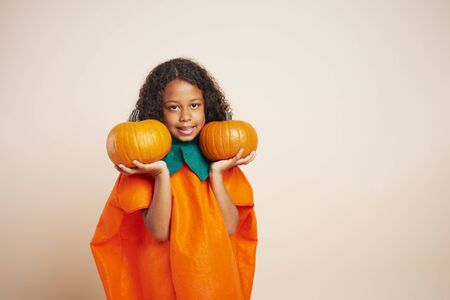 Portrait of African girl holding two halloween pumpkins 版權商用圖片