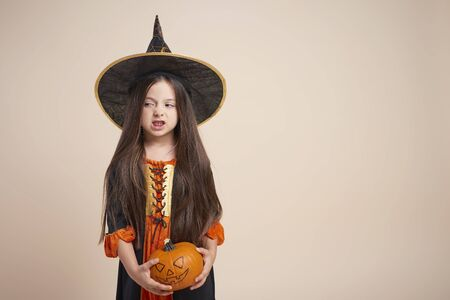 Little witch with halloween pumpkin Standard-Bild