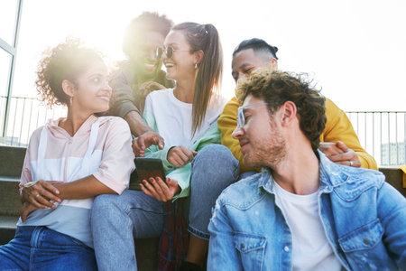 Happy Group of friends sitting together on a sunny day Zdjęcie Seryjne