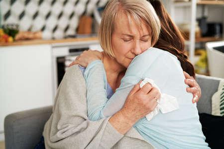 Woman hugging sad senior woman Foto de archivo - 167214131