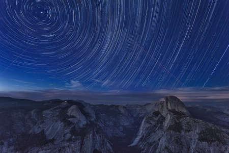 夜氷河ポイントからのヨセミテ国立公園の眺め